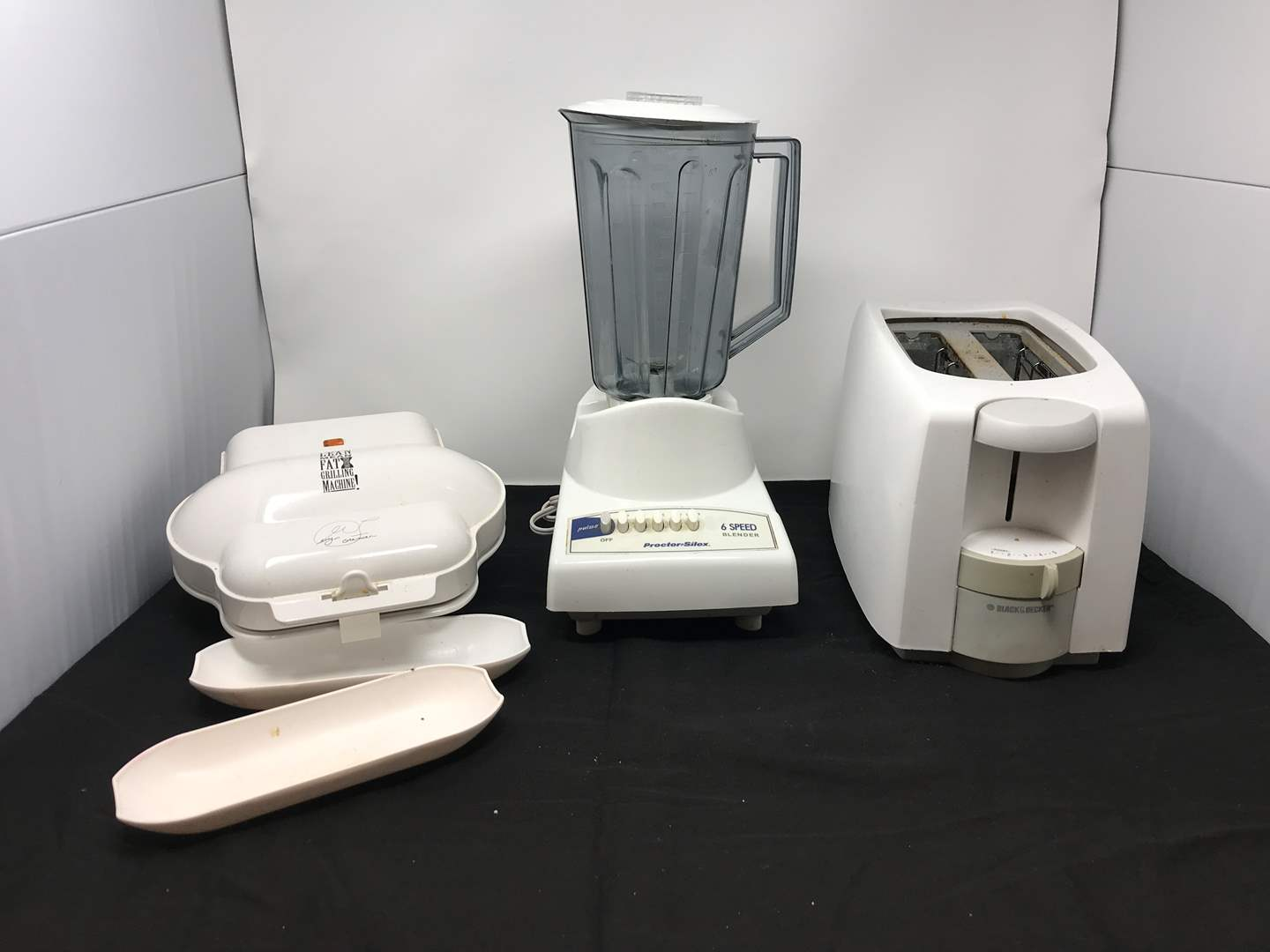 Lot # 89 - Used Items: Small George Foreman, Black & Decker Toaster & Blender (main image)
