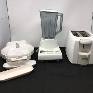 Lot # 89 - Used Items: Small George Foreman, Black & Decker Toaster & Blender