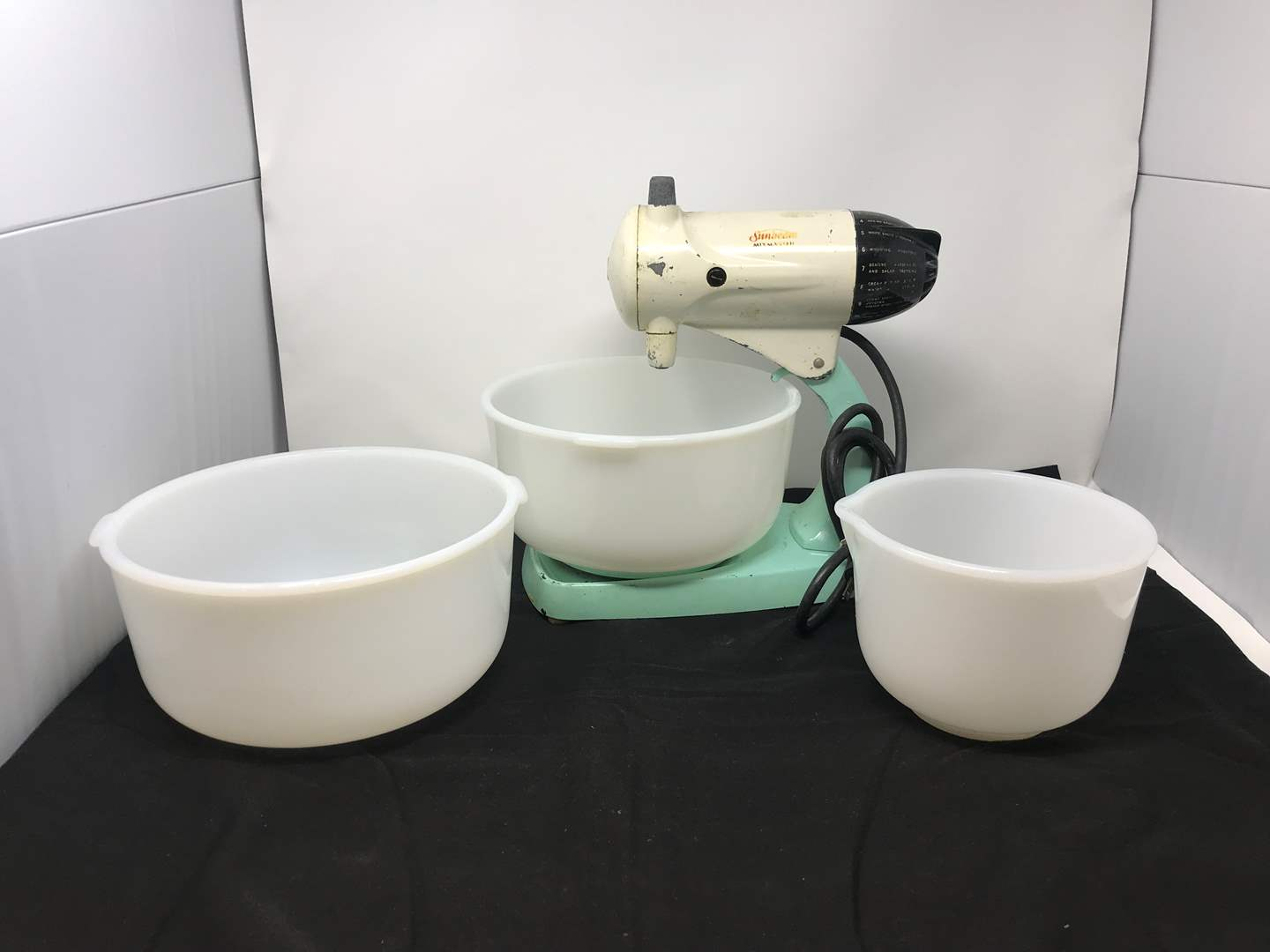 Lot # 88 - Vintage Sunbeam Blender w/Out Beaters (main image)