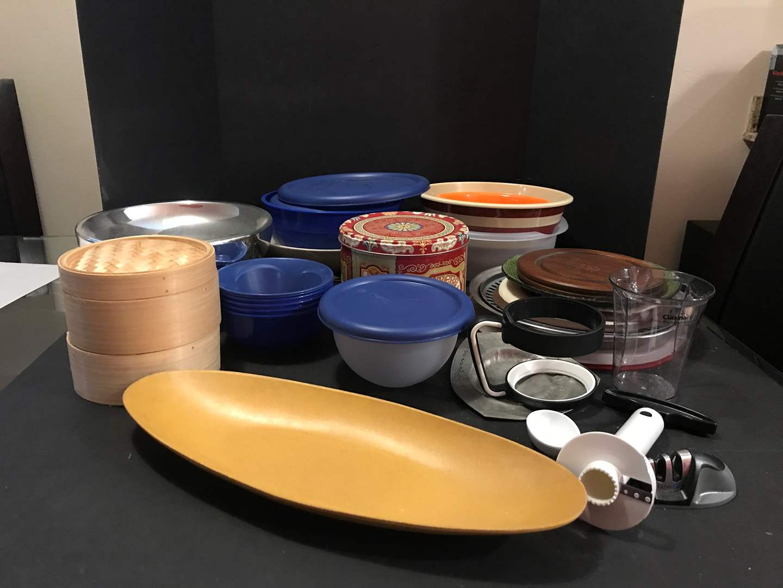 Lot # 95 - Lot of Kitchen Items, Plastic Bowls, Pan Rest & More (main image)