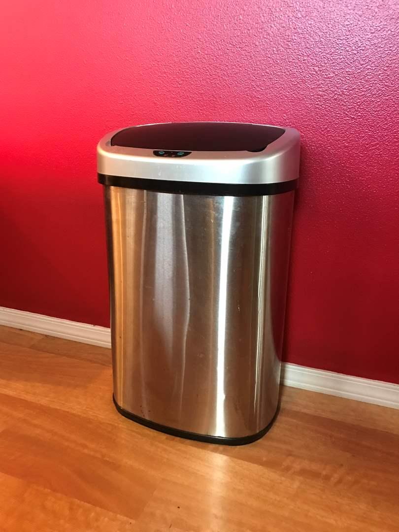 Lot # 202 - Sensor Opening Trash Bin (main image)