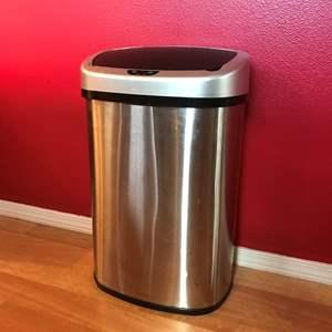 Lot # 202 - Sensor Opening Trash Bin