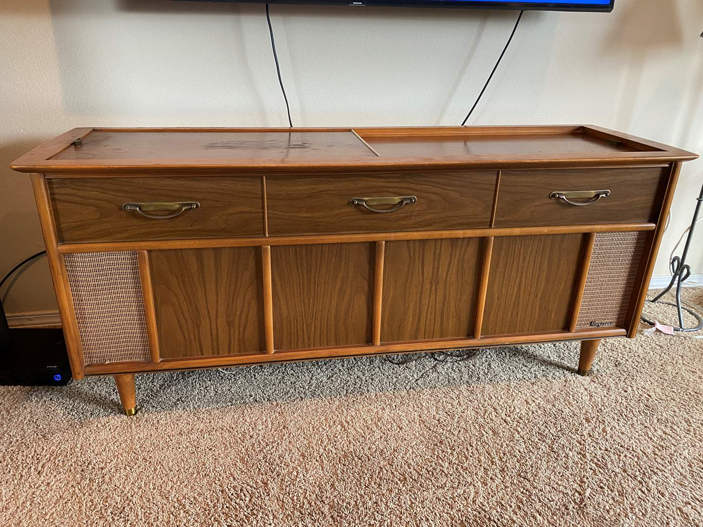 Lot # 14 - Vintage Mid-Century Magnavox Stereophonic High Fidelity Stereo Console - (Powers On) (main image)