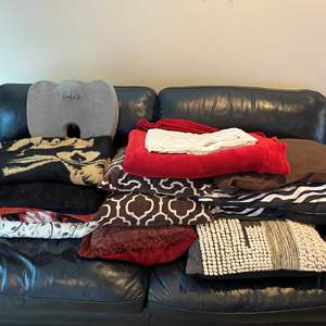 Lot # 32 - Blankets, Throw Blankets & Pillows