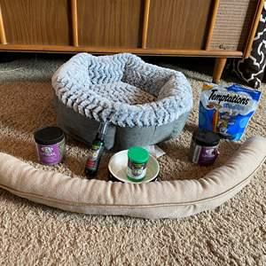Lot # 41 - Cat Bed, Cat Nip, Food Dish & Treats