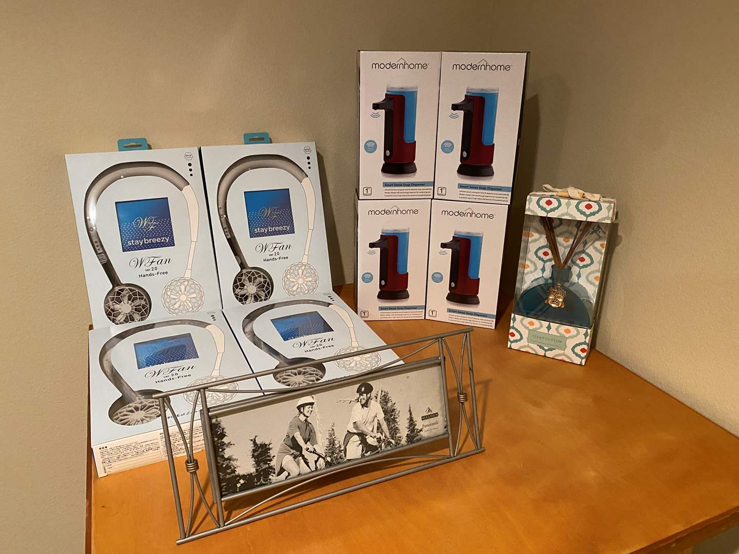 Lot # 140 - New in Box Items: Hands Free Fans, Modern Home Smart Soap Dispensers, Diffuser, Panoramic Photo Frame (main image)
