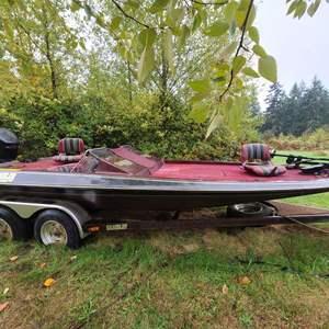 Lot # 9 1980 Gambler 21ft Bass Boat