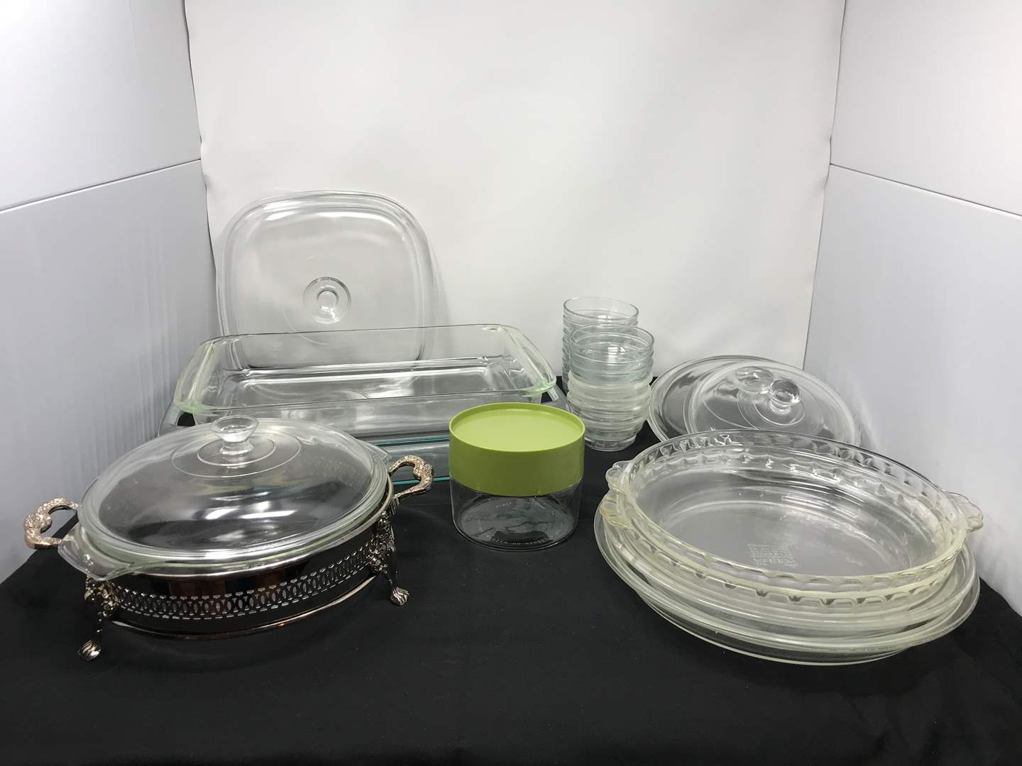 Lot # 51 - Lot of Pyrex Baking Dishes & More  (main image)