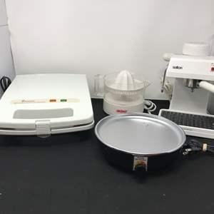 Lot # 57 - Toastmaster Belgian Waffle Maker, Aroma Electric Juicer, Salton Expresso Maker EX8 & Familie Slo-Cooker