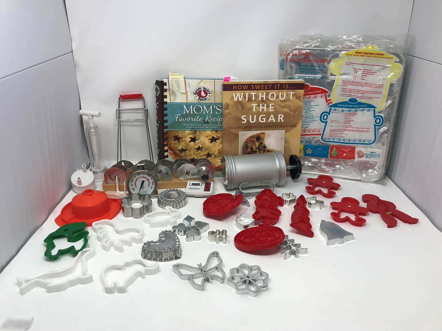 Lot # 68 - Lot Of Cookie Cutters & More (main image)