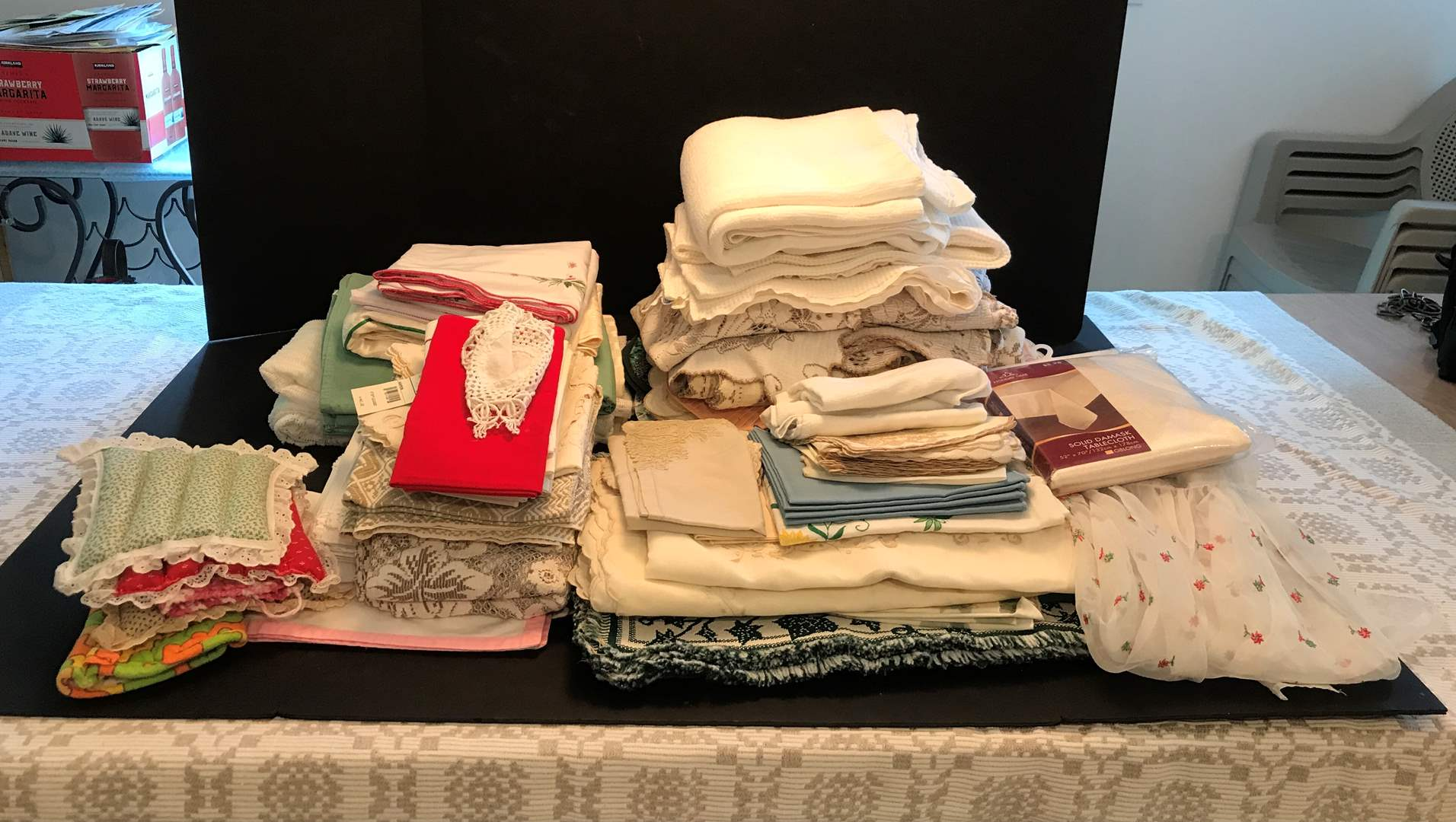 Lot # 86 - Large Lot Of Table Clothes, Placemats & Napkins  (main image)