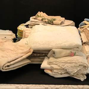 Lot # 87 - Lot Of Table Cloths & Placemats