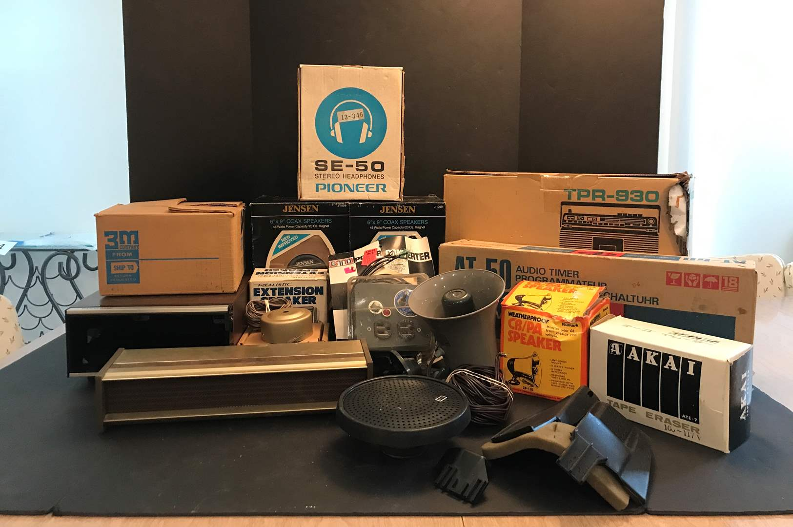 Lot # 220 - Collection of Vintage Stereo Equipment, Pioneer Headphones Model #SE-50   (main image)