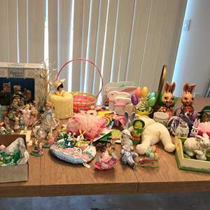 Lot # 245 - Lot Of Easter Decorations
