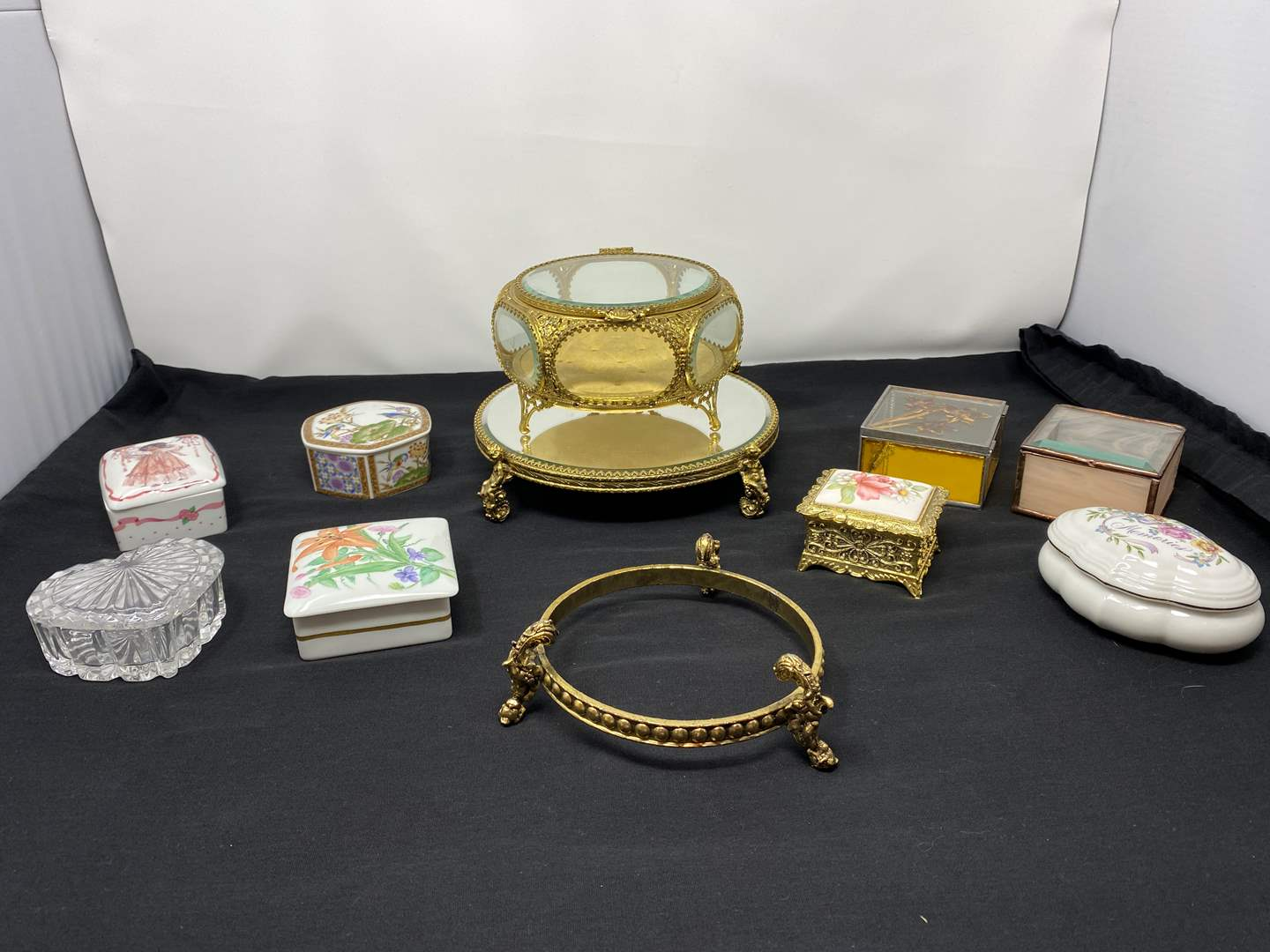 Lot # 127 - Nice Collection of Vintage Trinket Boxes (main image)