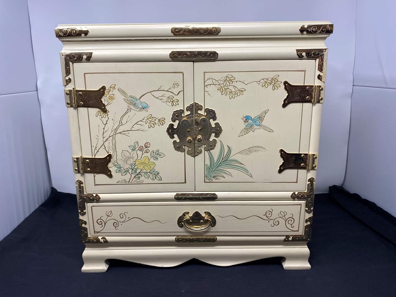 Lot # 128 - Beautiful Asian Style Jewelry Box (main image)