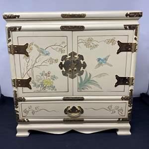 Lot # 128 - Beautiful Asian Style Jewelry Box