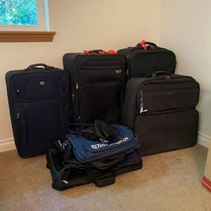Lot # 131 - Suitcases & Duffel Bags