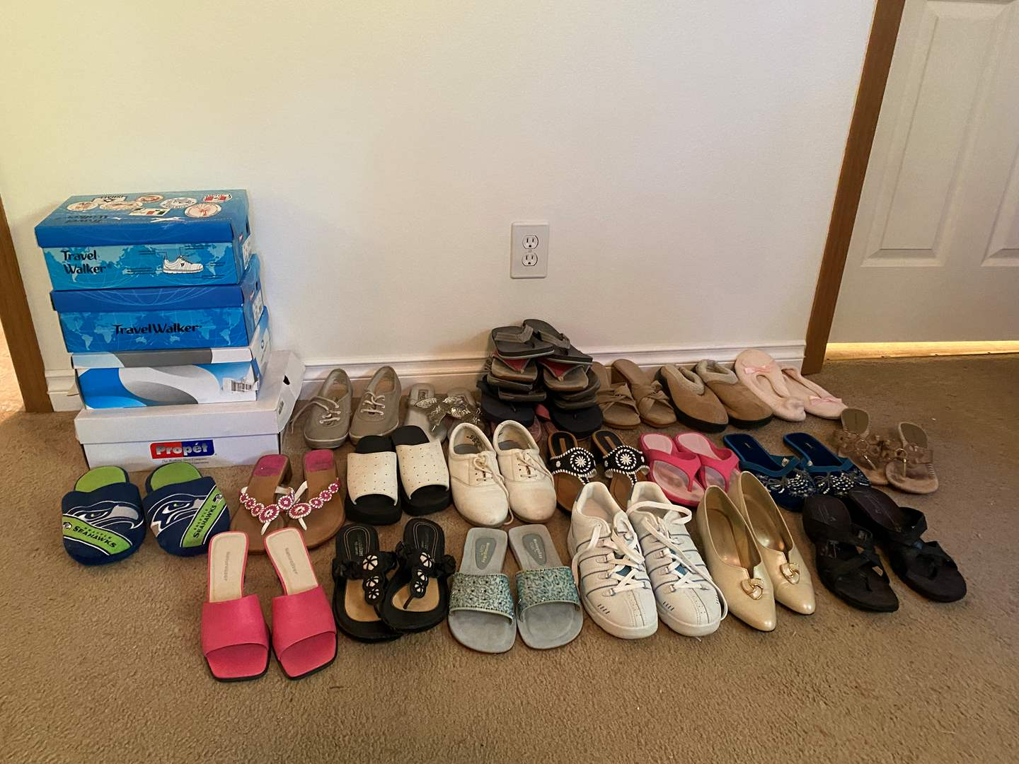 Lot # 133 - Selection of Woman's Shoes - (Most seem to be size 8.5 or 9) (main image)