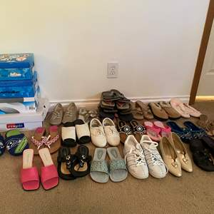 Lot # 133 - Selection of Woman's Shoes - (Most seem to be size 8.5 or 9)