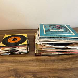 Lot # 178 - Collection of 78's & 45's