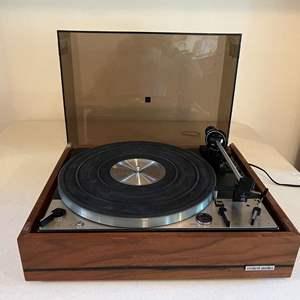 Lot # 185 - Dual United Audio 1229 Turn Table - (Powers On)