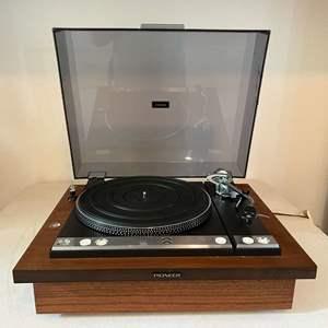 Lot # 193 - Vintage Pioneer PL-61 Turntable - (Powers On)