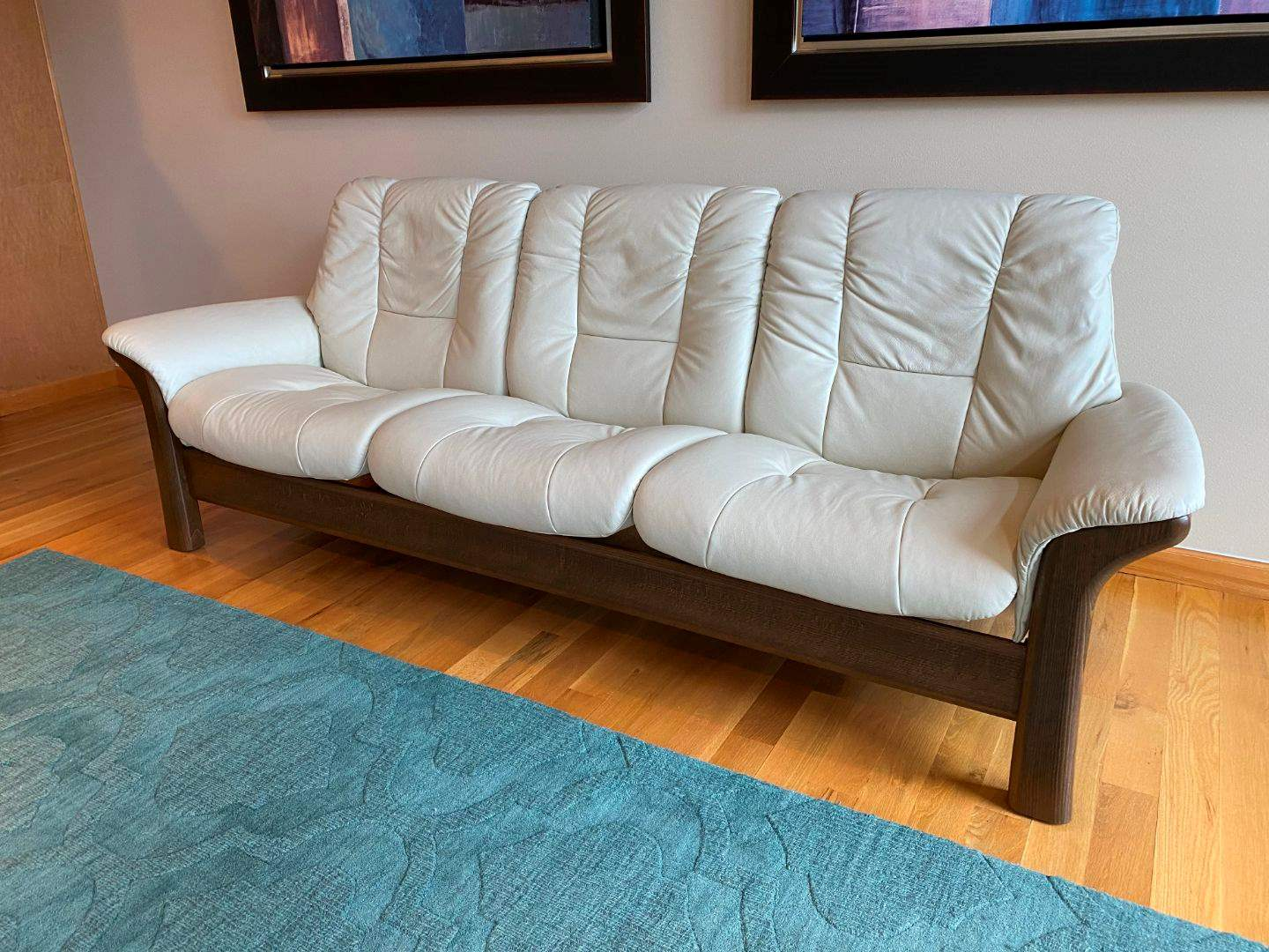Picture of: Lot 1 Awesome Ekornes Stressless Mid Century Modern Style Leather Reclining Sofa Great Condition Adam S Northwest Estate Sales Auctions
