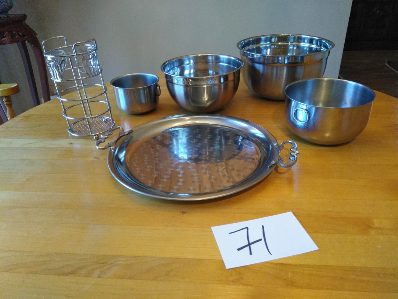 Lot # 71 - Metal Servicing tray w/various sizes serving bowls. Utensil holder (main image)
