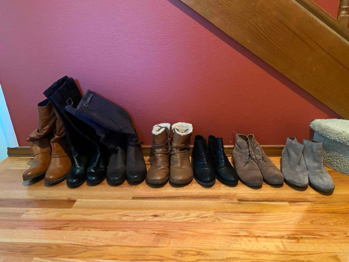 Lot # 34 - Nice Selection of Women's Shoes & Boots; Uggs, Baretraps. Franco Sarto, Lucky Brand, Rieker & More.. (main image)