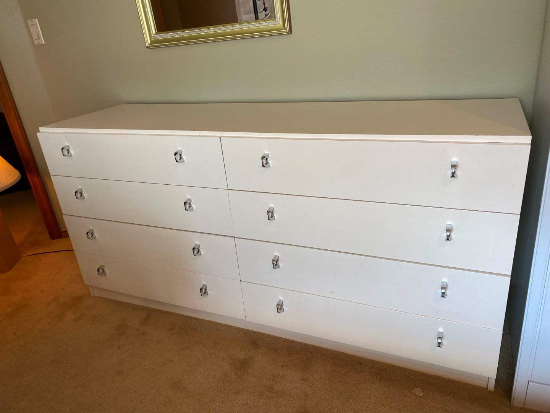 Lot # 99 - 8 Drawer Dresser (main image)