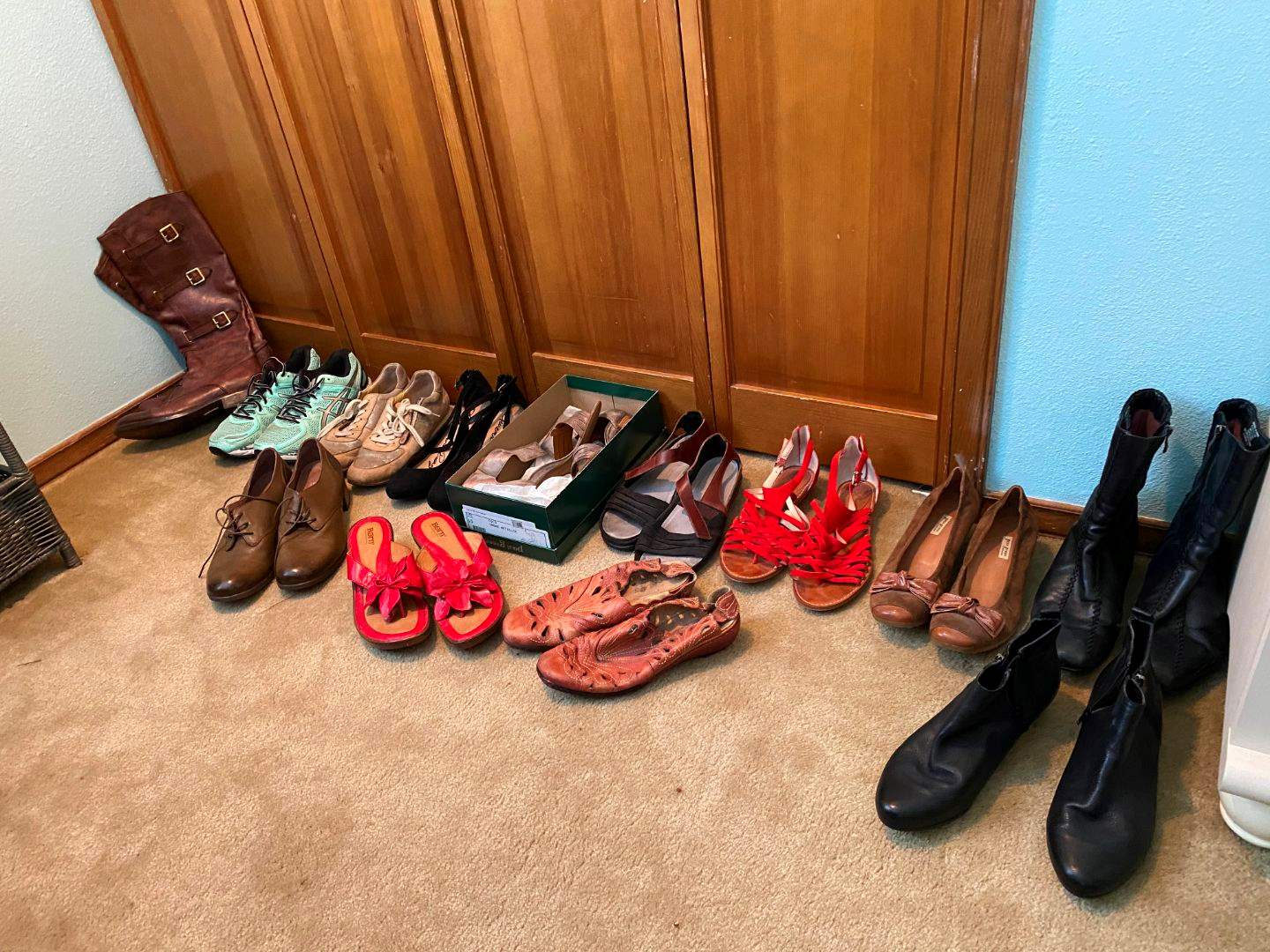 Lot # 112 - Women's Shoes & Boots - See Pictures for Sizes & Brands (main image)