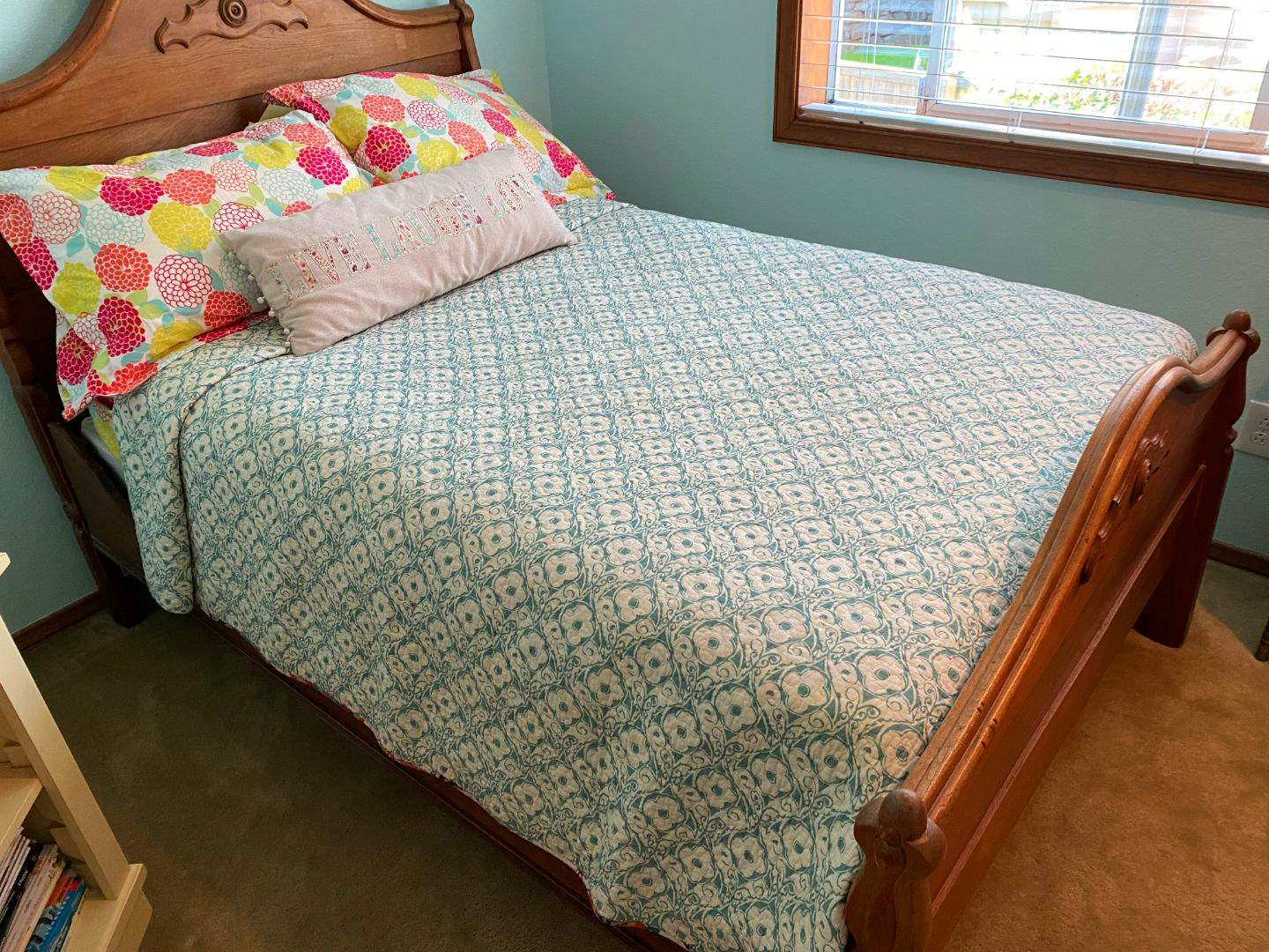 Lot # 113 - Full/Double Size Bedding: Quilt, Pillows, Sheets, Down Mattress Pad (main image)