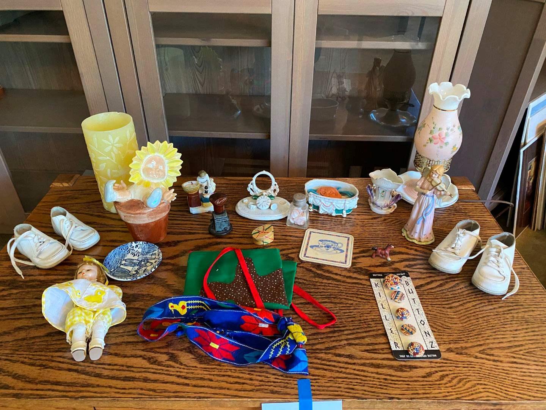 Lot # 175 - Vintage Lamp, Knickknacks & Other Misc. Items (main image)