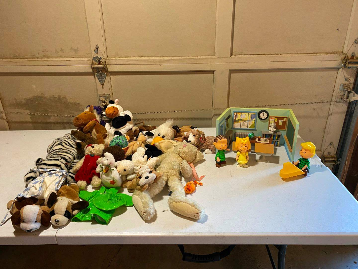 Lot # 227 - Charlie Brown Toys, Beanie Babies & Other Misc Stuffed Animals (main image)