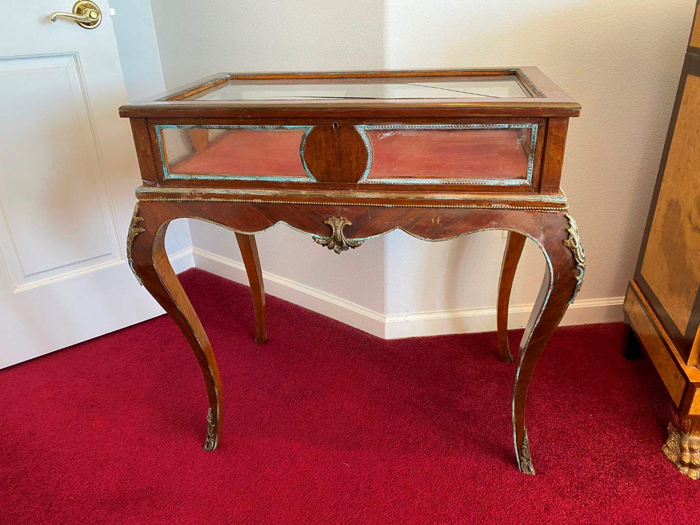 Lot # 12 - Vintage Louis XV Style Curio Display Table with Brass Accents (main image)