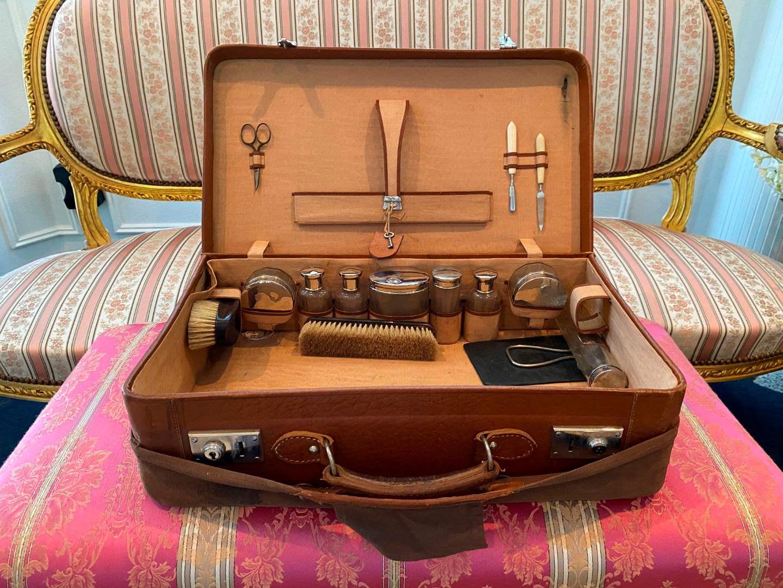 Lot # 42 - Antique Rosenhain Koffer Seit 1864 Travel Kit (main image)