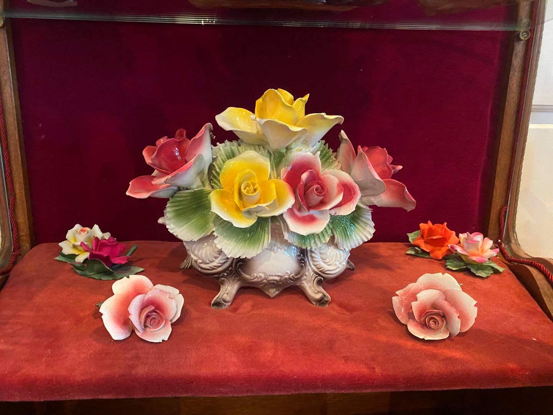Lot # 97 - Beautiful Capodimonte Floral Arrangement w/Smaller Capodimonte Flowers (main image)