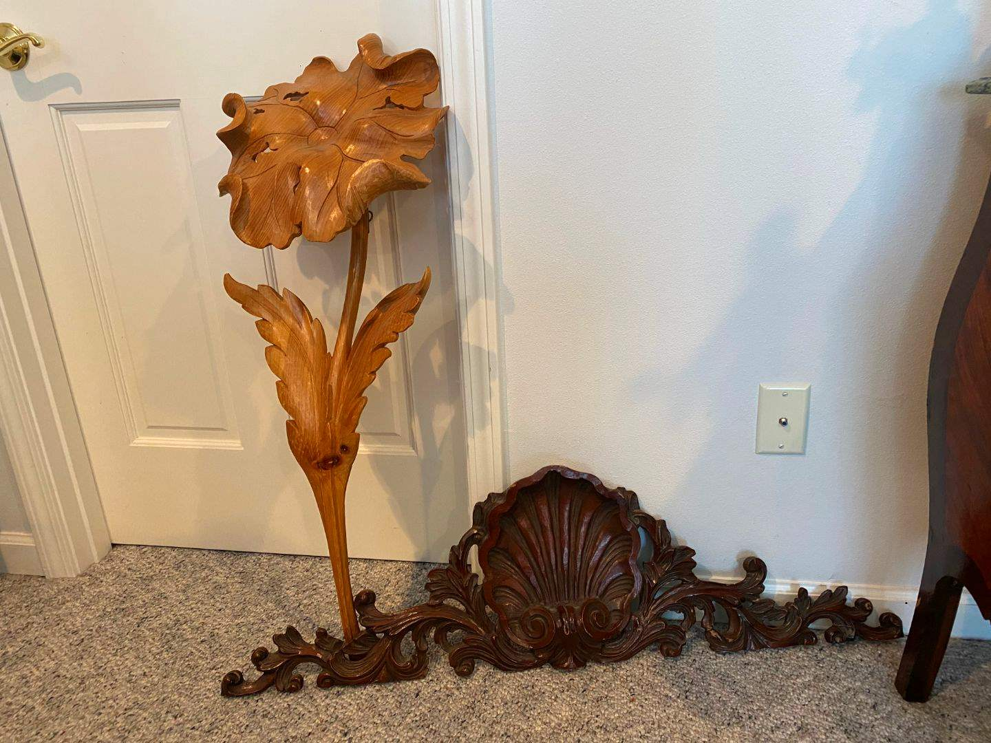 Lot # 279 - Large Wood Flower & Wood Hanging Wall Decor  (main image)