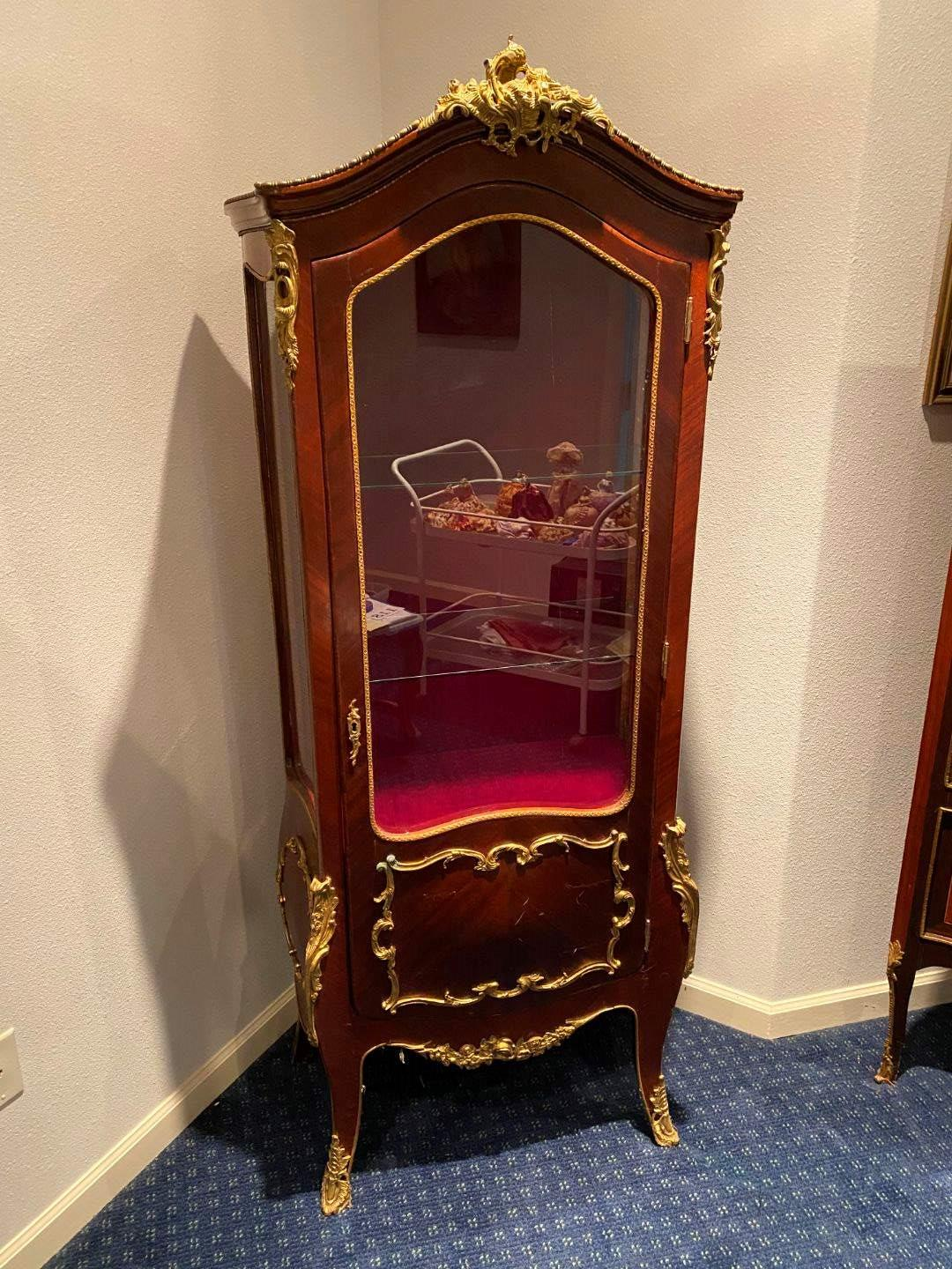 Lot # 118 - Beautiful Antique French Louis XV Style Curio Cabinet w/Glass Shelves & Brass Accents  (main image)