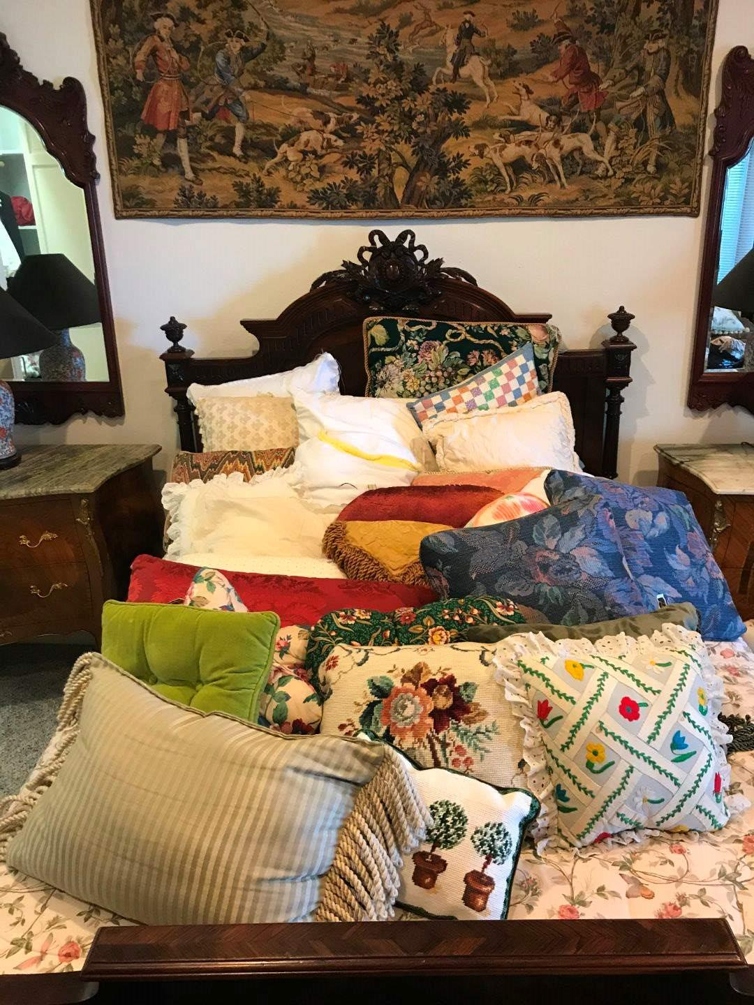 Lot # 280 - Selection of Throw Pillows of Various Sizes (main image)