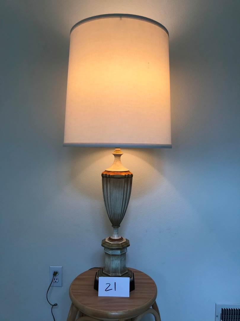 Lot # 21 - Beautiful vintage heavy metal Rembrandt lamp, 38.5hi (main image)