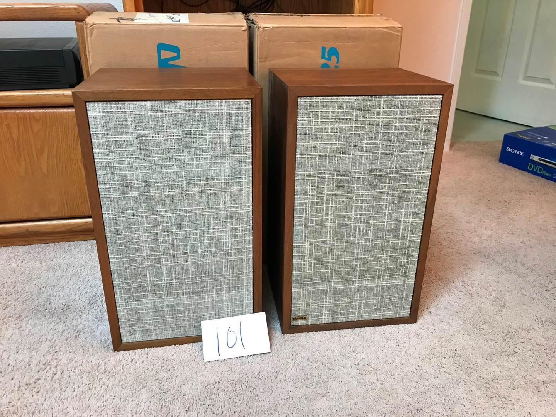 Lot # 101 - Two Dynaco A-25 speakers w/original boxes. 11.5x10x20hi (main image)