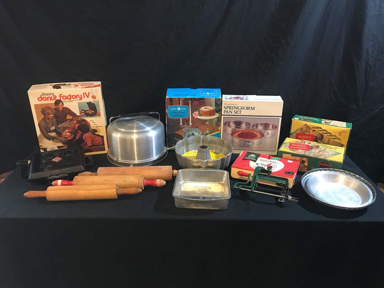 Lot # 56 - Vintage Mirro Aluminum Cake Case & Mirro Cookie/Pastry Press, Nordic Ware Heavy Cast Aluminum Bundt Pan & More.. (main image)