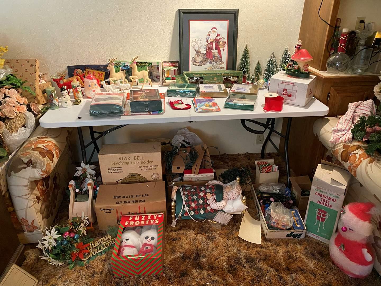 Lot # 102 - Vintage Christmas Decorations & Ornaments (main image)