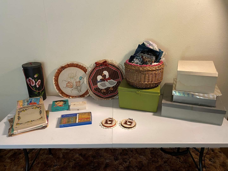 Lot # 107 - Crafting & Sewing Items (main image)