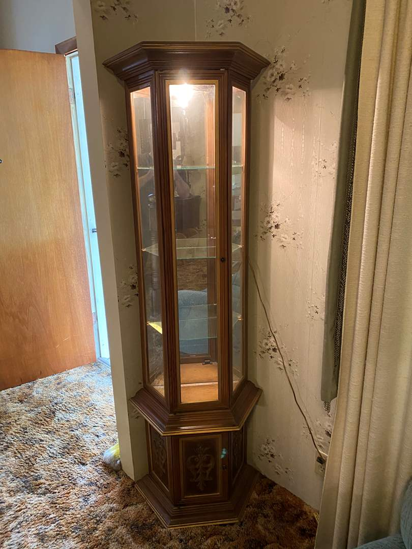Lot # 112 - Vintage Lighted Curio Cabinet (main image)