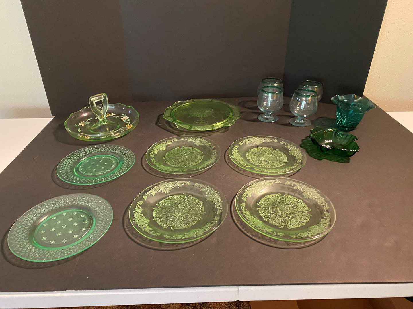 Lot # 129 - Small Collection of Green Glassware  (main image)