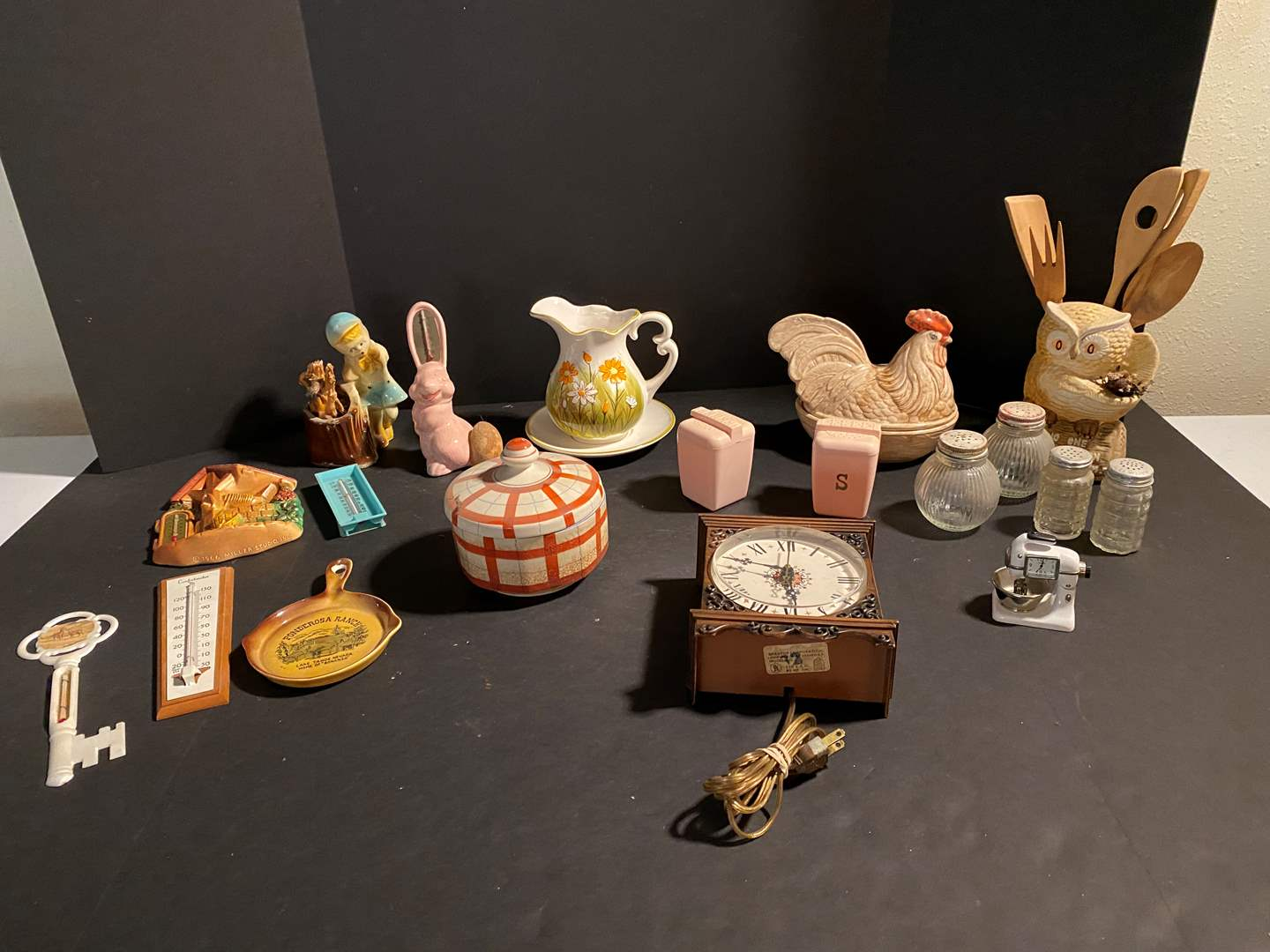Lot # 157 - Collection of Vintage Kitchen Items (main image)