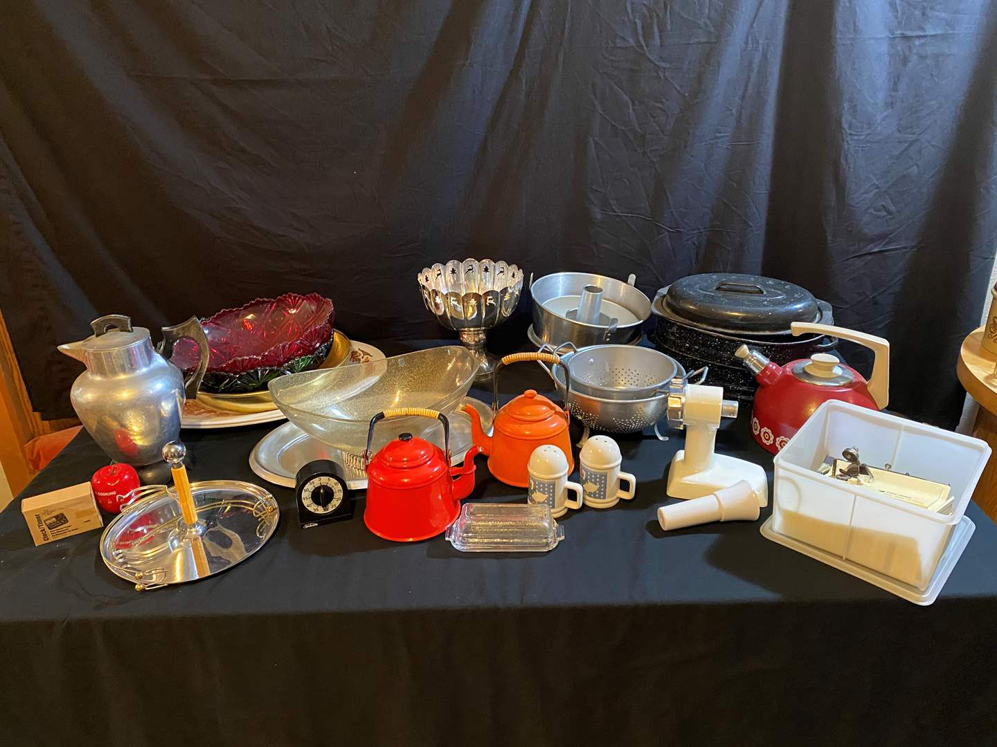 Lot # 99 - Misc. Kitchen items, Roasting Pans, Coffee Dispenser, Tea Kettle, Strainers, Serving Platters & More.. (main image)